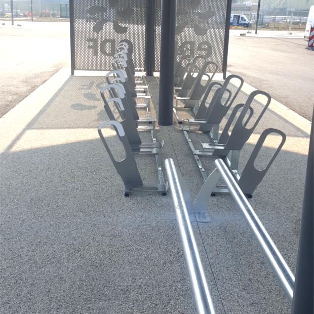 un parking v los motos chez edf saint alban altinnova. Black Bedroom Furniture Sets. Home Design Ideas