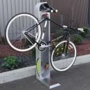 vélo suspendu sur une station de réparation ALTAO Fix