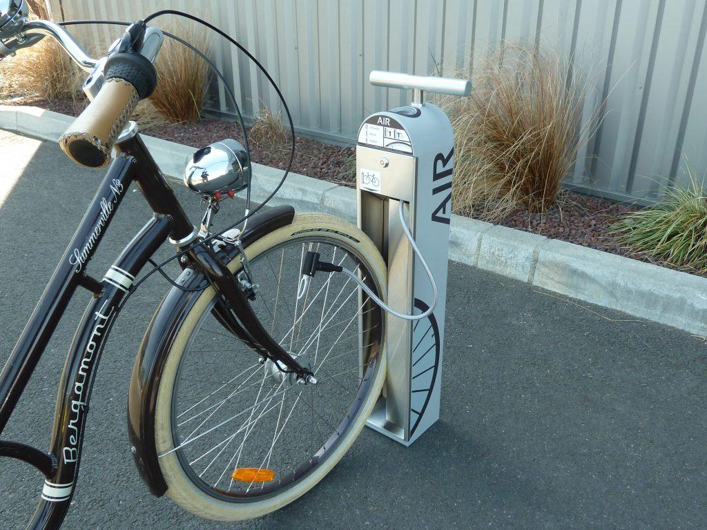 gonflage d'un vélo avec une borne ALTAO® T'Pump