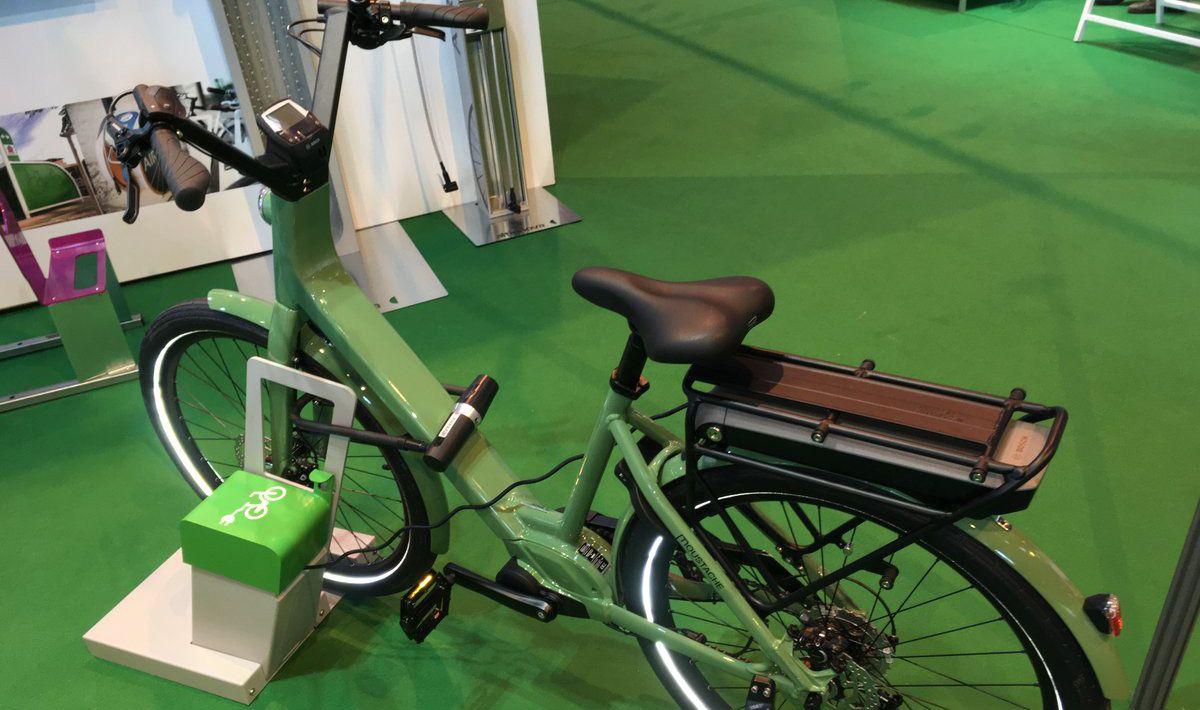 nouveauté : borne de recharge de vélo électrique ALTAO Parco VAE présentée Transports Publics