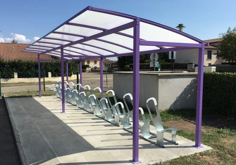 parking à vélos installé à l'école de Bonson