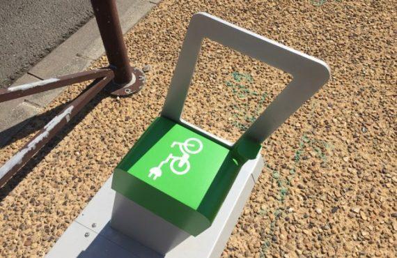 détail des bornes de recharge pour vélos électriques à Montignac