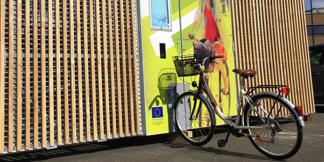 abri cigogne solaire de bourgogne avec fente de maintien du vélo