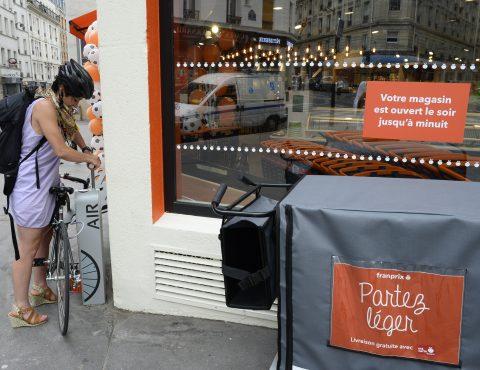 gonfleur vélo en libre-service en utilisation