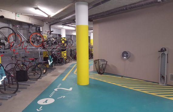 service de gonflage et réparation de l'espace vélo équipé et sécurisé de la gare Lille Flandres