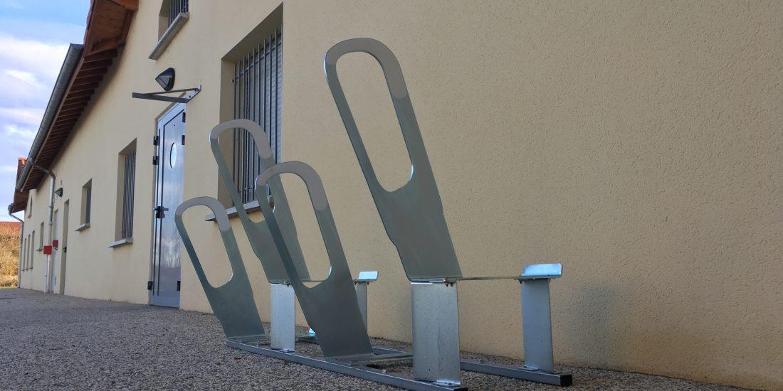parkings à vélos urbains du stade de Bonson