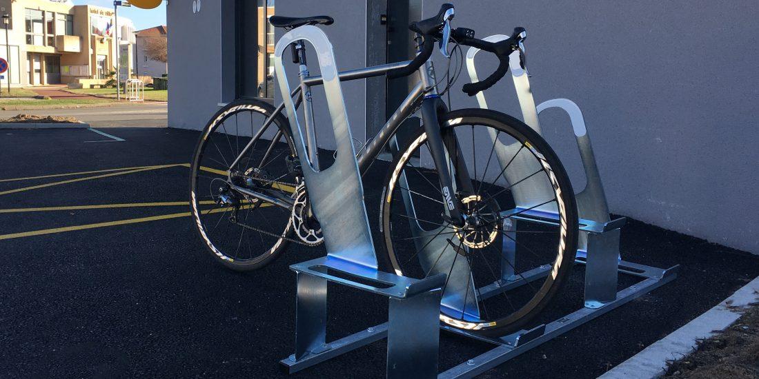 les parkings à vélos urbains de Bonson sont déjà utilisés