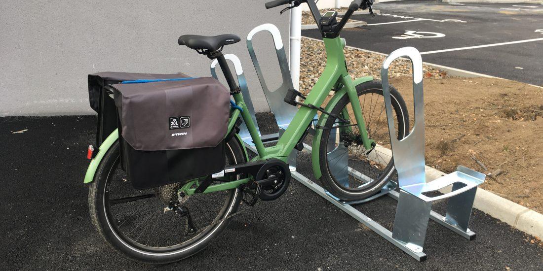 même les vélos utilisent les parkings à vélos urbains de Bonson