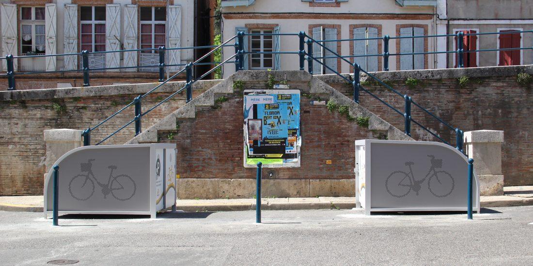 box à vélos pour cyclotouristes installés face à face