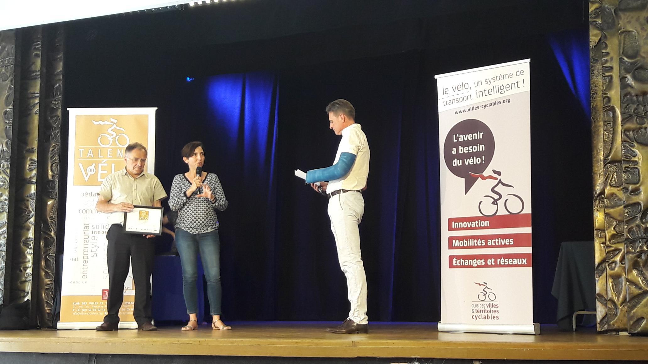 prix de l'Entrepreneuriat aux Coursiers Nantais remis par Corinne