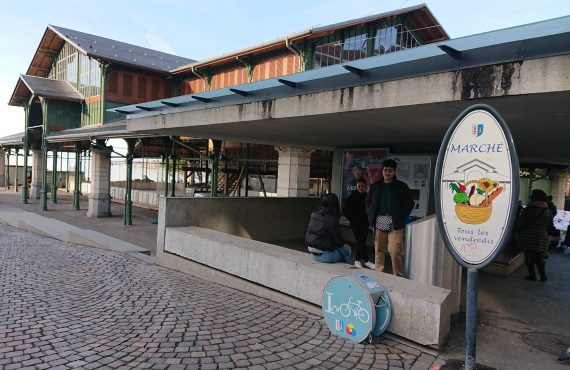 Une des bornes de gonflage pour vélos de Montreux
