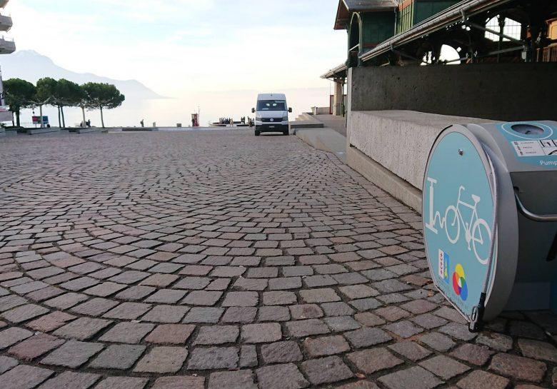 une des bornes de gonflage pour vélos à Montreux