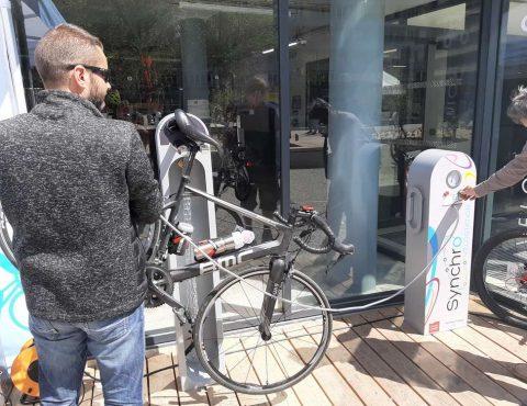 borne de réparation et gonflage vélo vélostation du pôle d'échanges multimodal