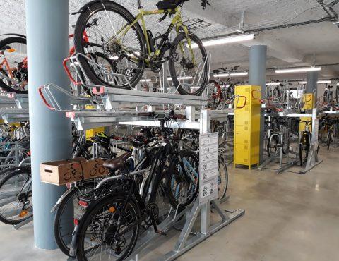 racks de stationnement de la vélostation du pôle d'échanges multimodal à Chambéry