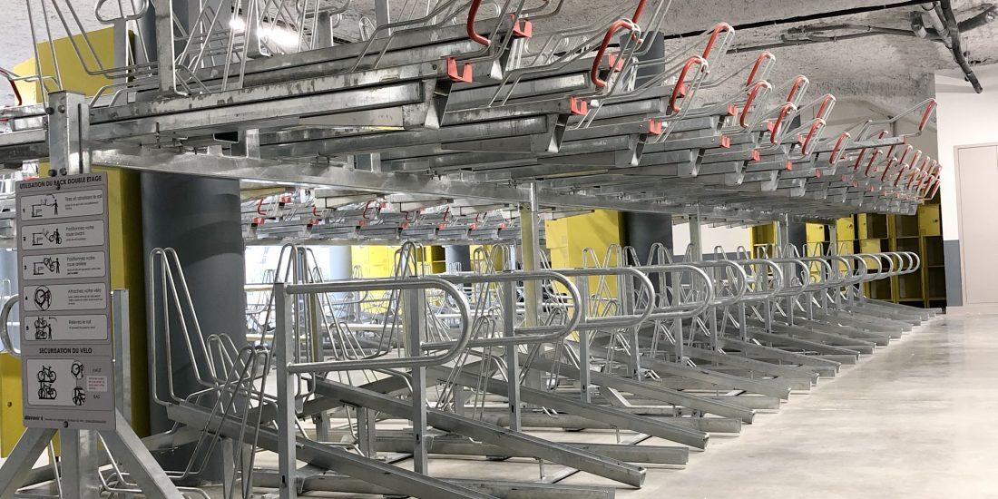 racks de stationnement dans la vélostation du pôle d'échanges multimodal de Chambéry