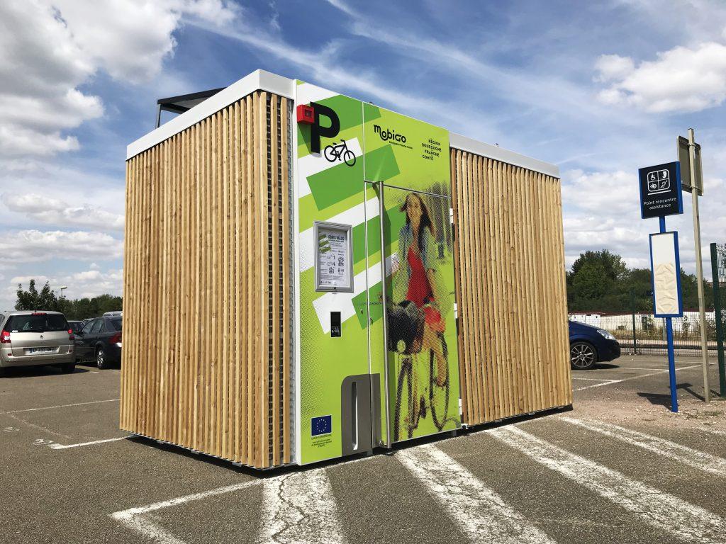 photo abri cigogne solaire de l'article Altinnova révolutionne le stationnement vélo