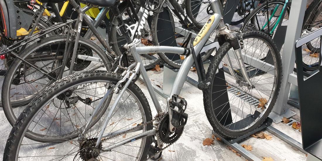 Des racks de stationnement vélos pour attacher son vélo en sécurité