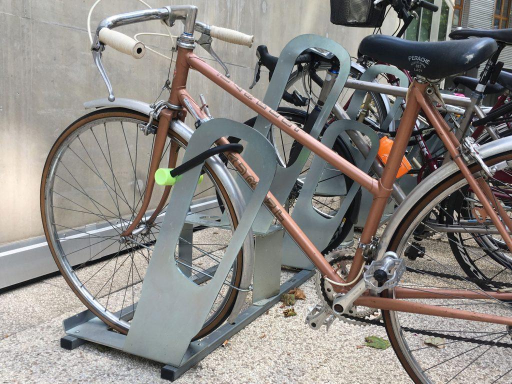 racks de stationnement vélo ALTAO Parco pour faire des aménagements cyclables temporaires pour le déconfinement