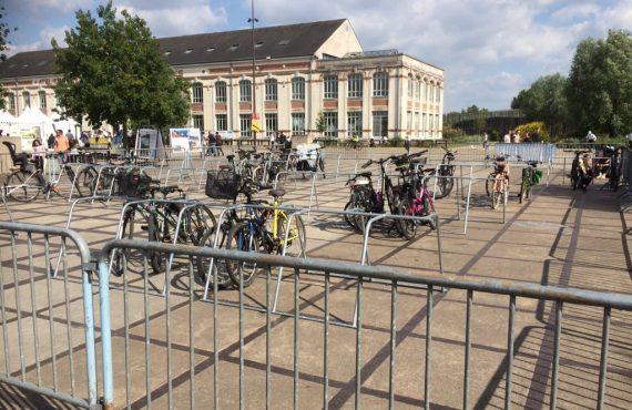 un des parkings vélos temporaires Débord de Loire utilisé