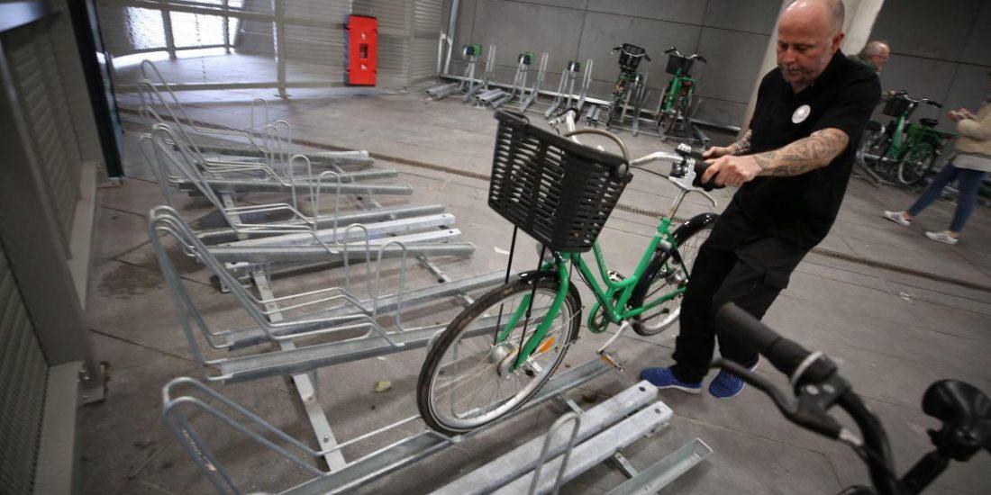 stationnement d'un vélo sur rack Optima V10