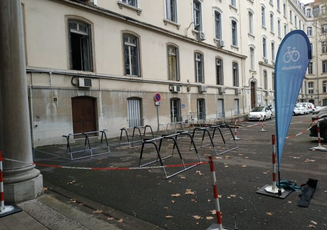 parking vélos temporaire Wheelskeep équipé de racks ALTAO Mobile