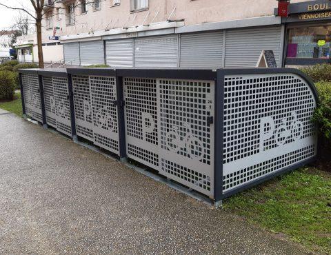 des box fermés pour permettre de stationner son vélo à l'abri