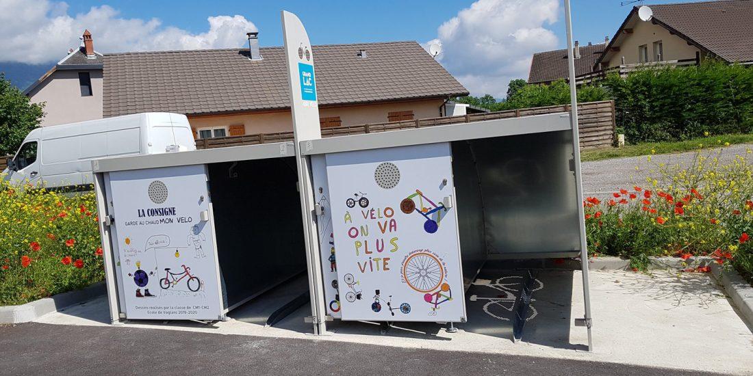 consignes à vélos fermées ALTAO Cocoon habillées avec des dessins des élèves