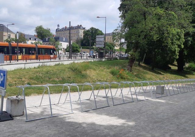 un nouveau parking vélo juste installé au Mans