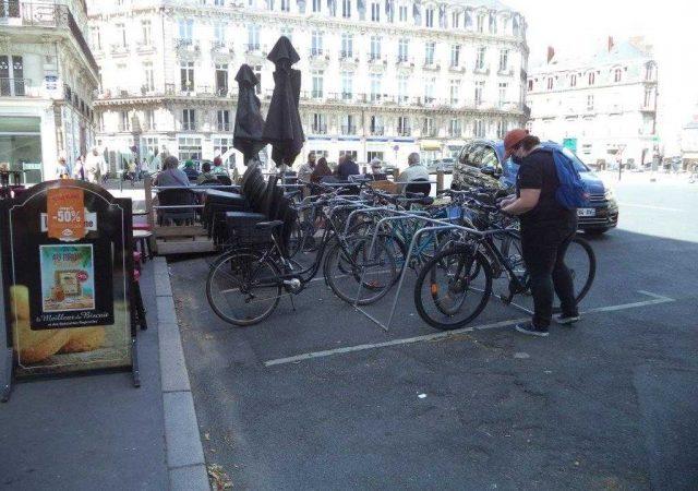 parking vélo temporaire équipés de racks ALTAO Mobile à Nantes Place de la Cathédrale