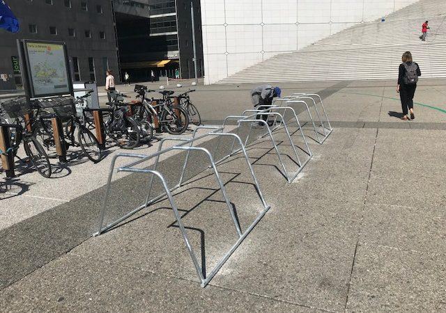 parking vélo temporaire à Paris la Défense