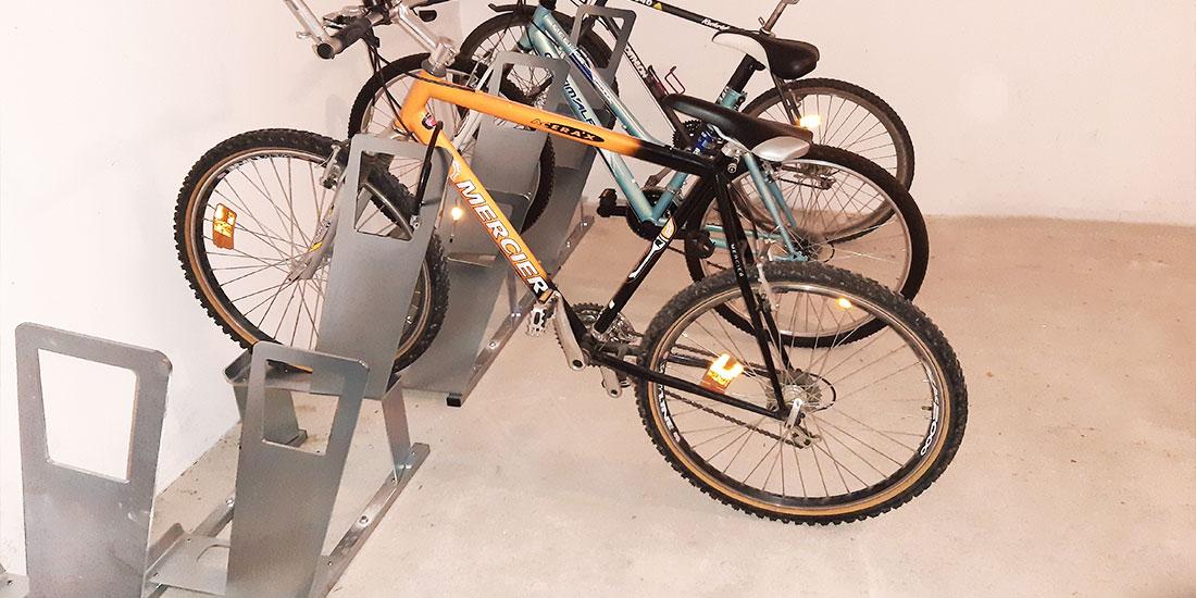local vélo aménagé avec des racks ALTAO Parco d'Altinnova