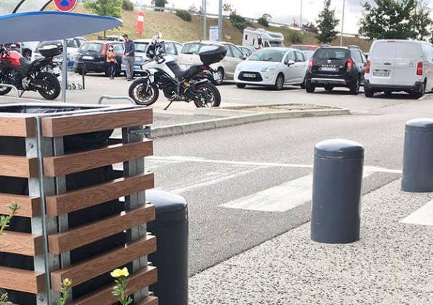 poubelle pour les parkings des magasins