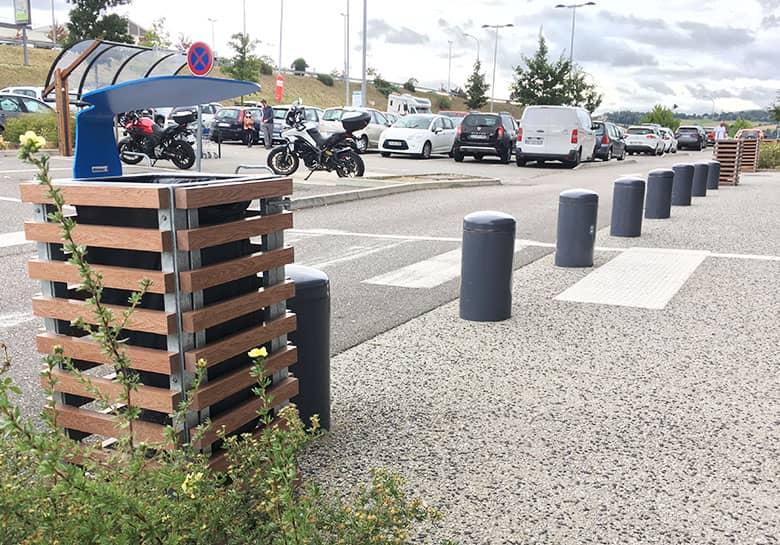poubelle pour les parkings du magasin Décathlon de Villlars