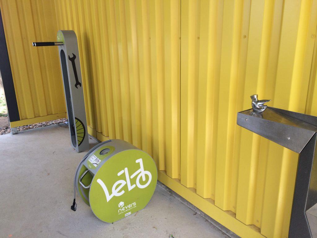 Station de gonflage et borne de réparation pour les vélos