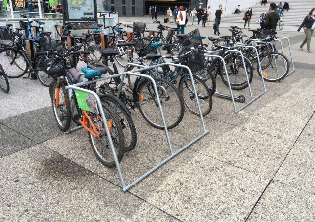parking vélo réalisé à Paris La Défense avec des racks ALTAO Mobile
