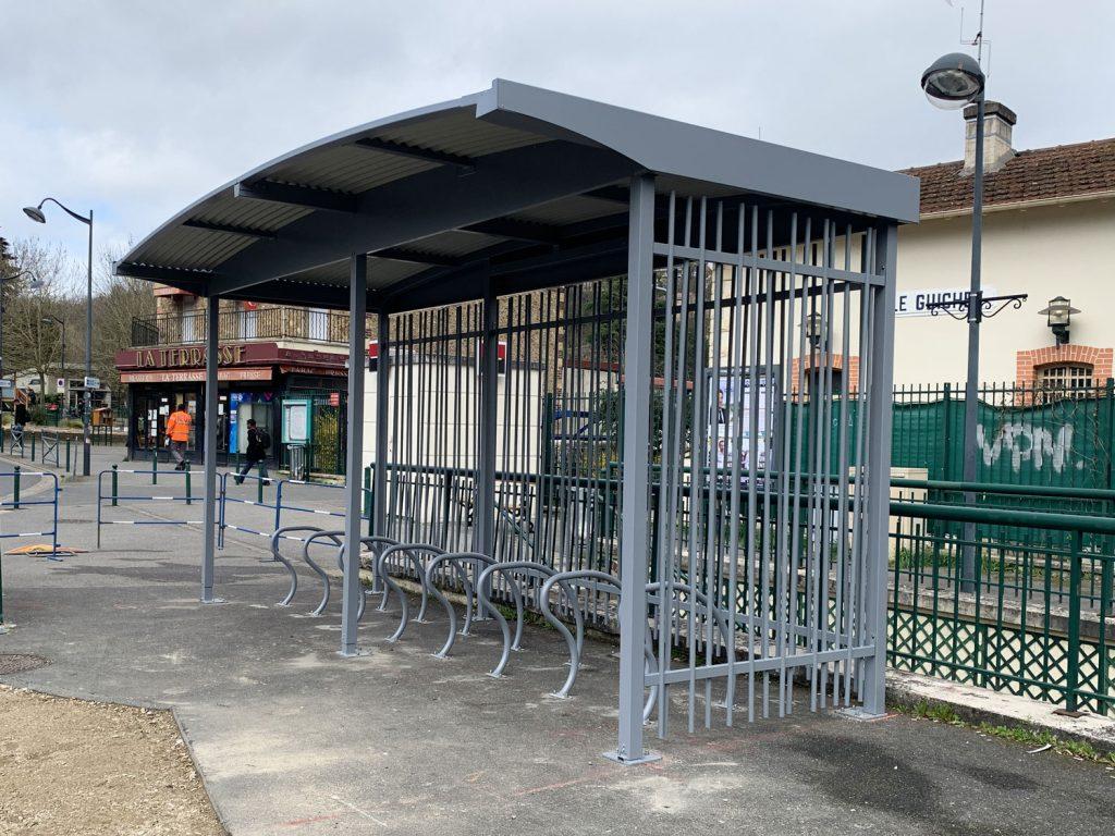 abri vélo ouvert de la gare du Guichet
