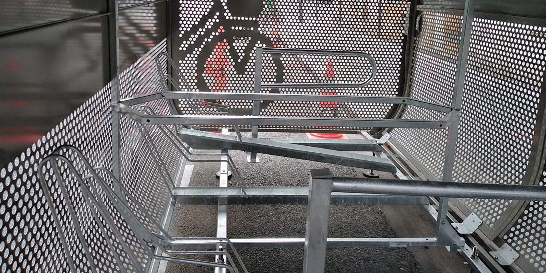 intérieur d'une consigne vélo sécurisée de la capitale