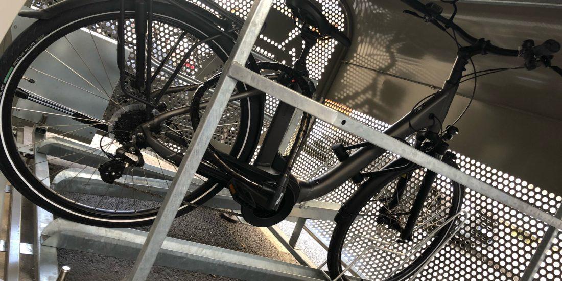 vélo sécurisé dans un box parisien