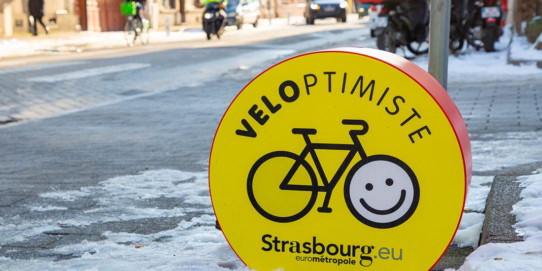 Gonfleur vélo installé en libre-service pour les cyclistes