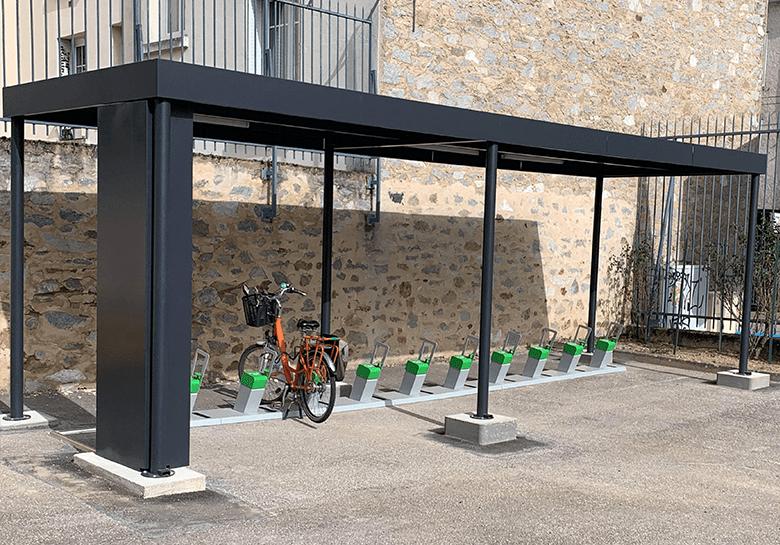 Un abri vélo solaire innovant à Limoges pour faciliter la mobilité électrique