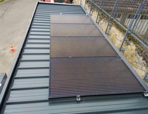 panneaux solaires de la station-service pour vélos électriques