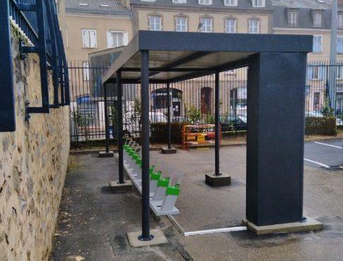 station-service solaire pour développer la mobilité à vélos électriques