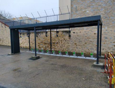 station de recharge solaire pour vélos électriques