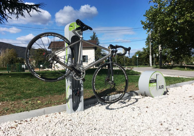 une des aires de services cyclistes du Grand Annecy