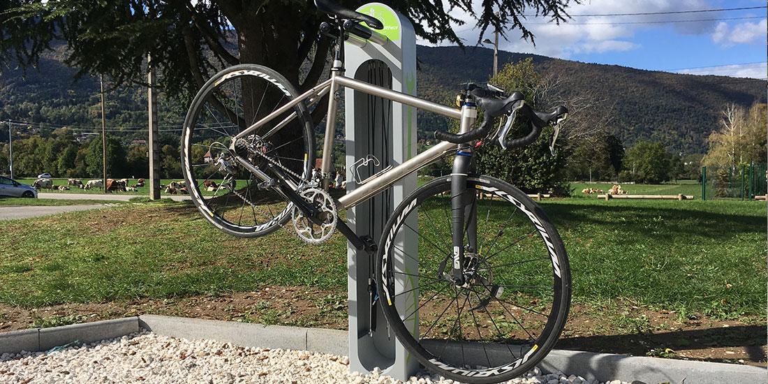 mobilier urbain installé pour réparer son vélo