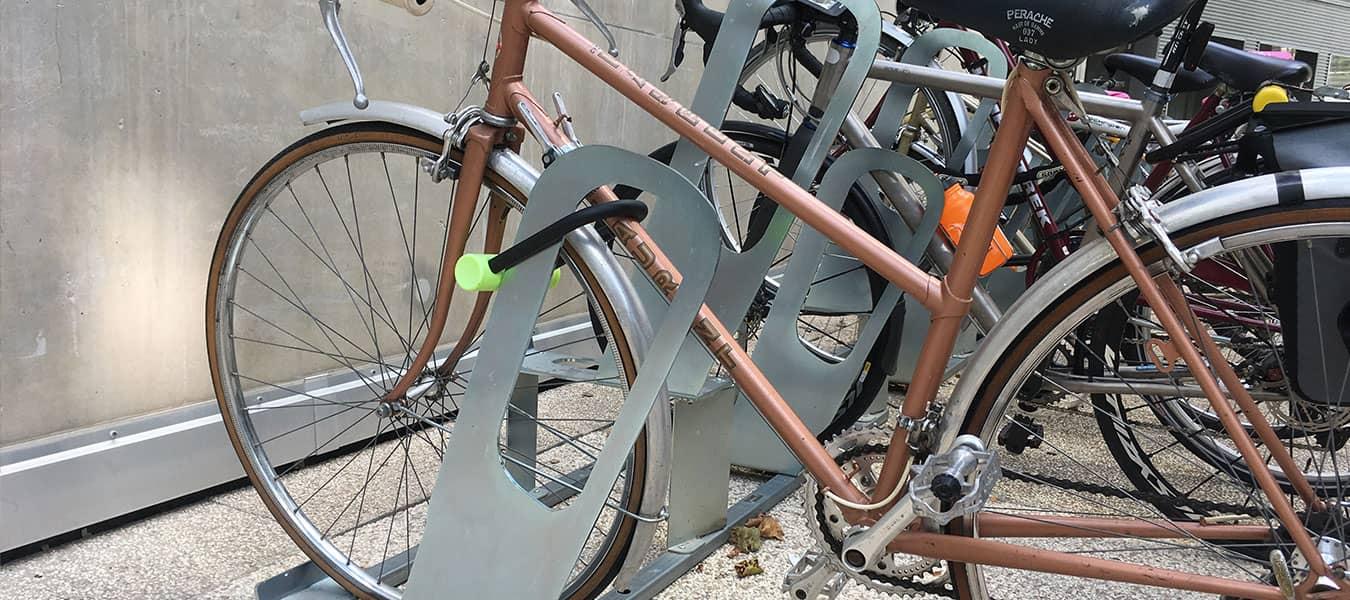 parking vélo avec racks de stationnement d'Altinnova