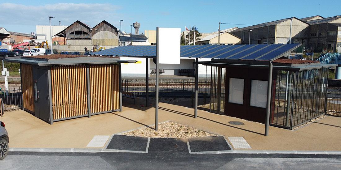 abri solaire pour cyclistes et voyageurs en gare SNCF