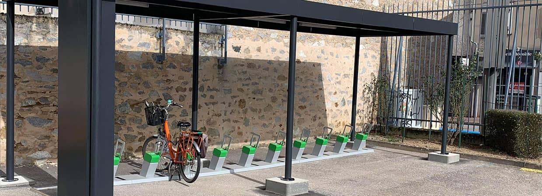 abri vélo solaire innovant pour développer le vélo électrique