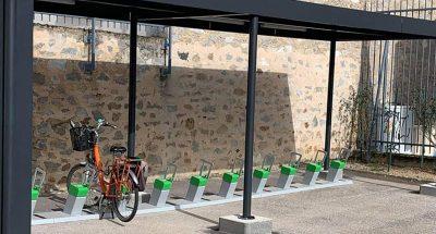 abri vélo solaire équipé de bornes de recharge électrique ALTAO Parco VAE