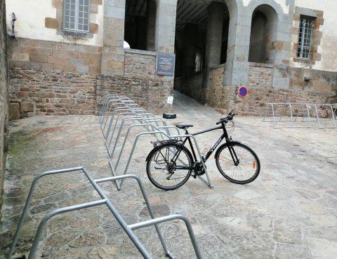 espace vélo pour stationner les vélos au Mont Saint Michel